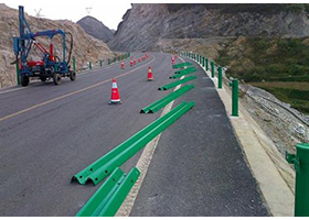 湖南高速48公里波形护栏板施工案例
