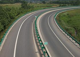 高速公路波形护栏板多长时间检修养护一次