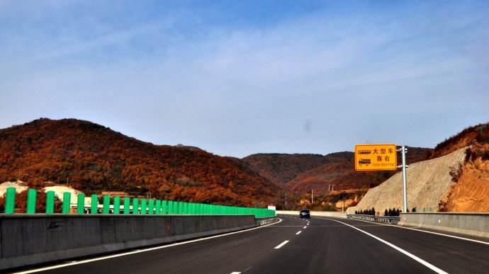 定临高速公路护栏70公里施工案例