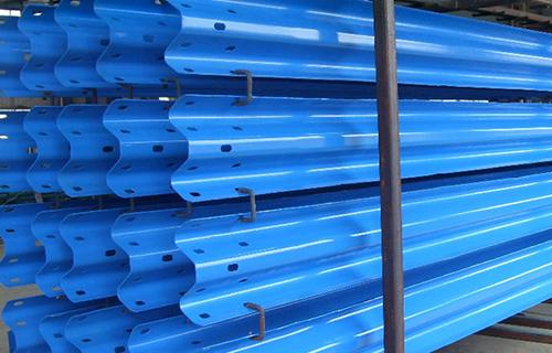 波形护栏厂家专业生产各种规格波形护栏口碑好,价格廉