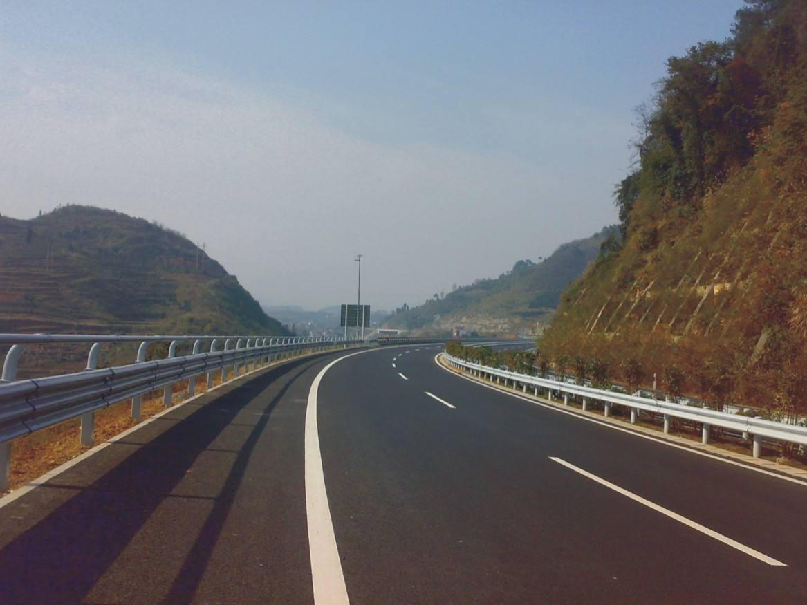 山东聊城生产高速公路波形防护栏的厂家?